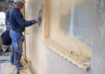Fasadrenovering - Putsning av fasad pågår